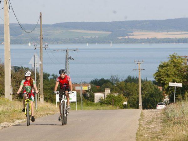 Kerékpáros körút Balaton