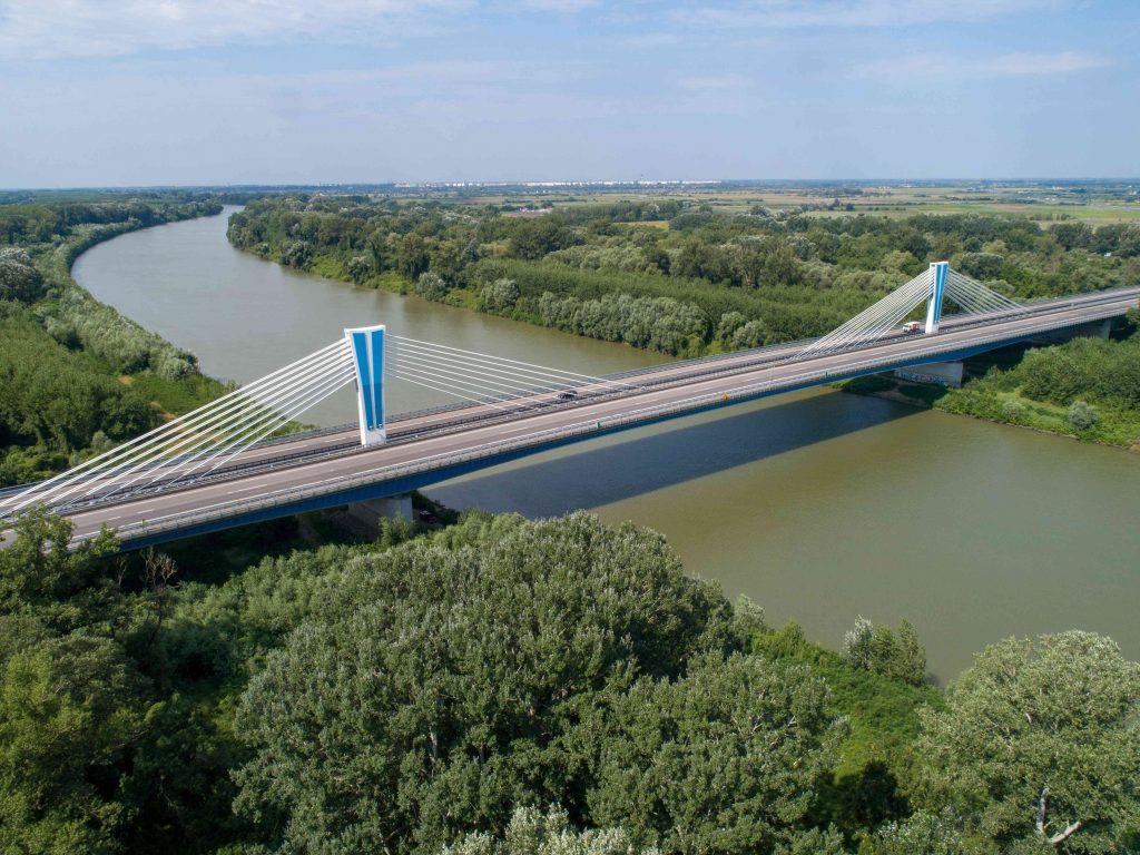 Móra Ferenc híd fentről, műtárgy