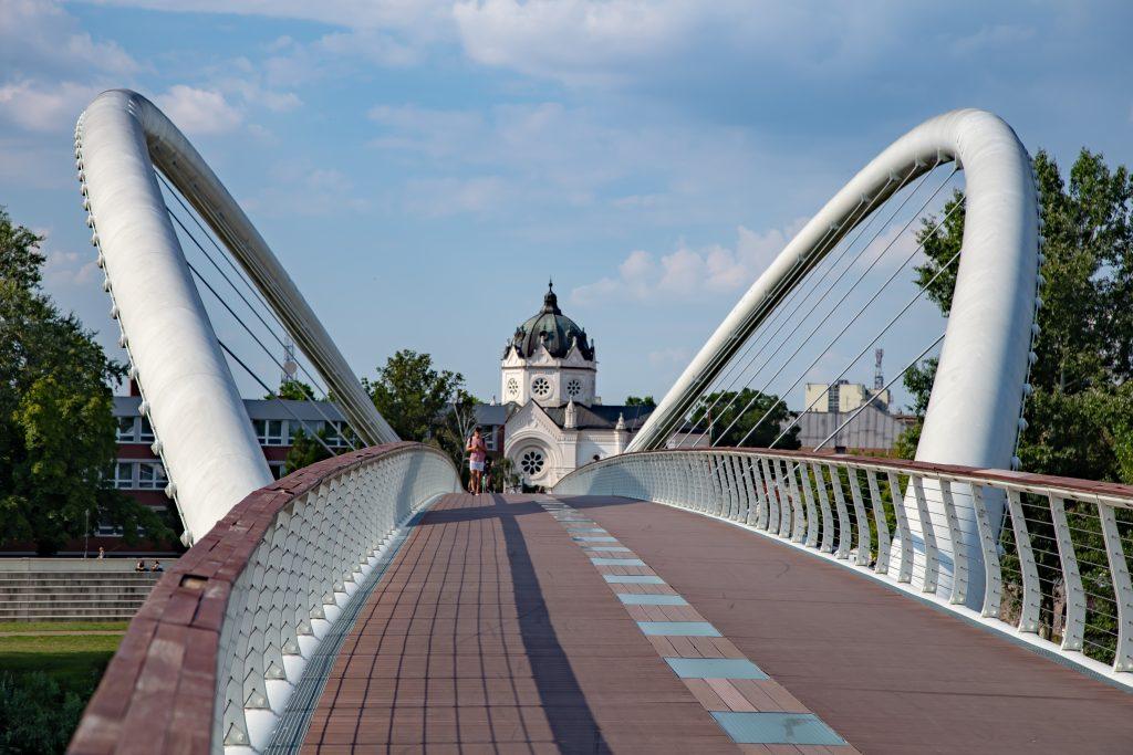 Tiszavirag híd Tiszaliget felől nézve