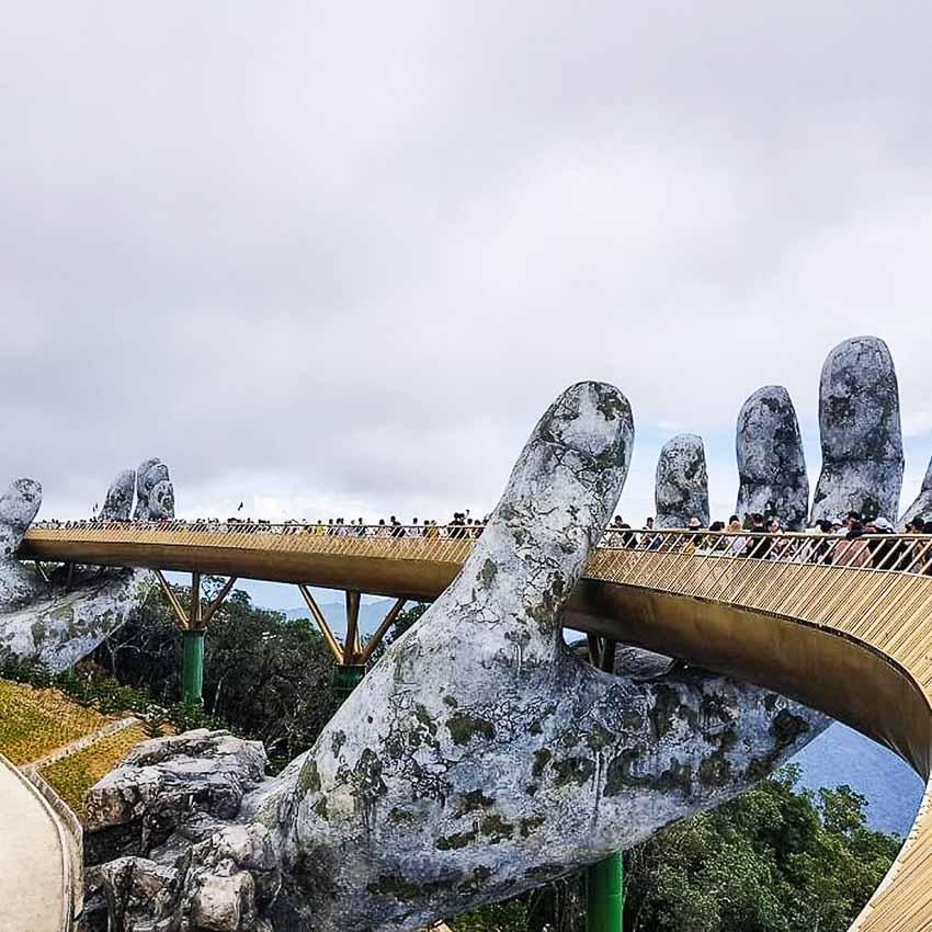Híd az óriás kezében
