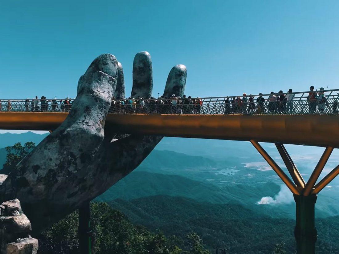 Vietnám, híd az óriás kezében