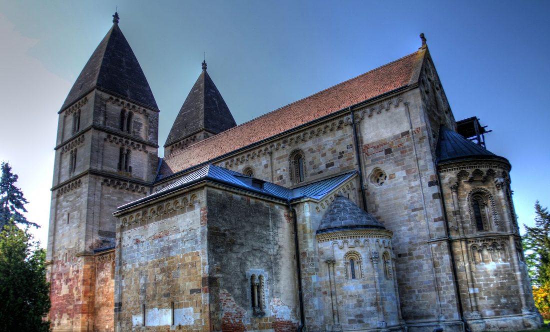Restaurálási munkálatok miatt 2022 március végig nem látogatható a Jáki templom