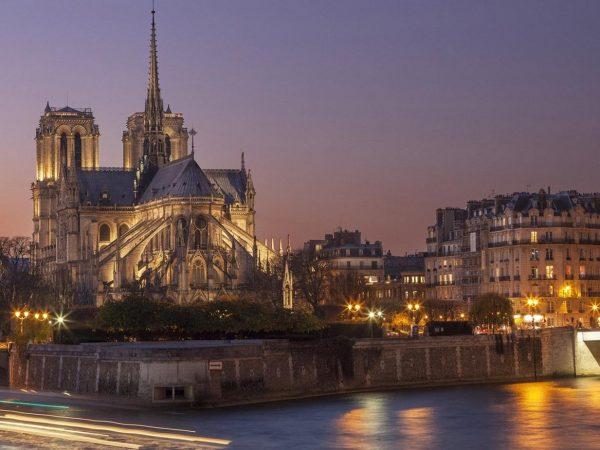Notre Dame bronzszobrok