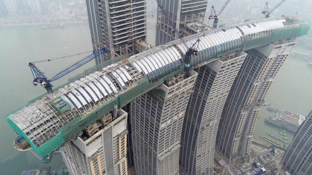 Építés közben a vízszintes felhőkarcoló