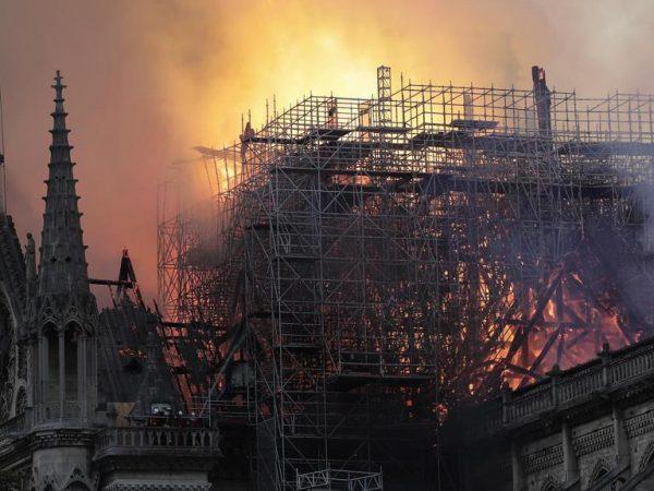 Az égő Notre-Dame