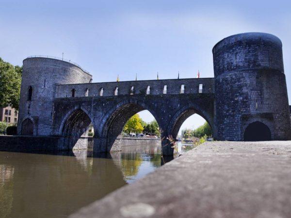 Átépítik Tournai középkori gótikus hídját