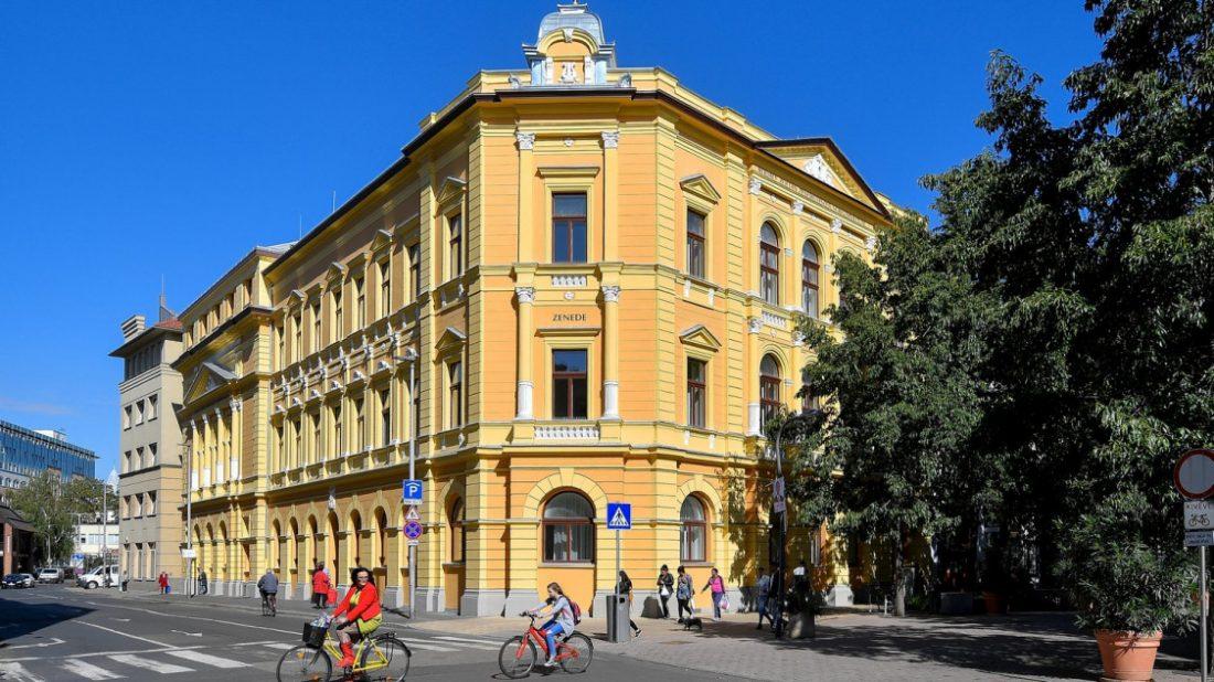 Átadták a debreceni Zenede felújított épületét