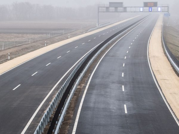 Az M4-es autóút újabb szakaszát adták át