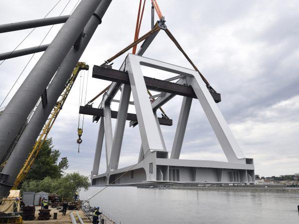 Szállításra kész a megújuló Déli összekötő vasúti híd első eleme