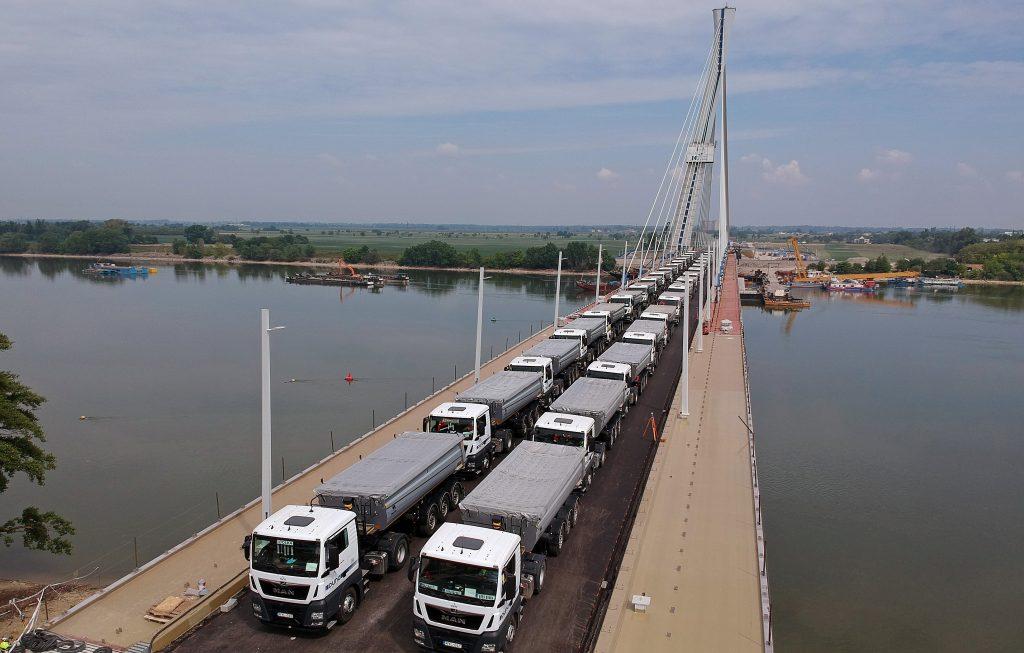 Az új komáromi Duna-híd próbaterhelése
