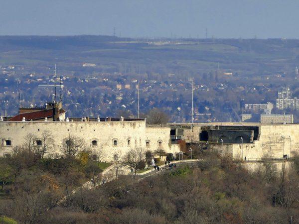 Hosszú évtizedek után megújul a Citadella erőd és környezete a kormány döntése értelmében - közölte a Várkapitányság sajtóosztálya.