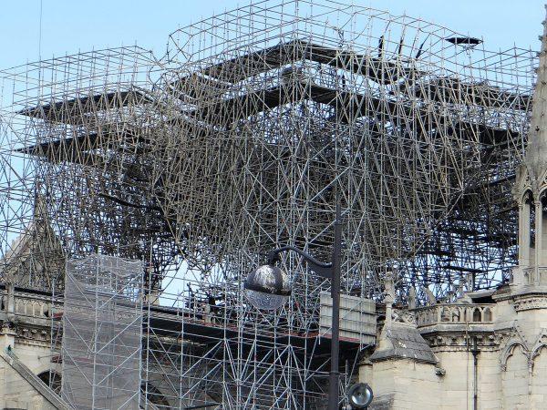 Megkezdték a leomlott huszártorony körüli állványzat lebontását