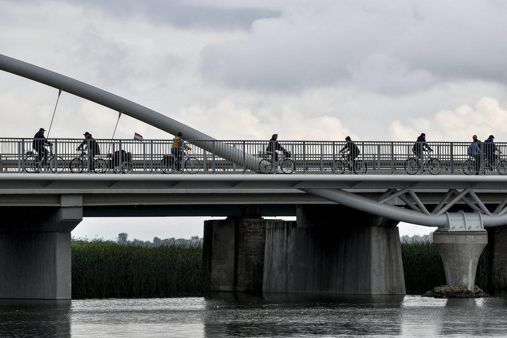 Átadták a Tisza-tavi kerékpárút utolsó szakaszát is. Fotó: MTI/Czeglédi Zsolt