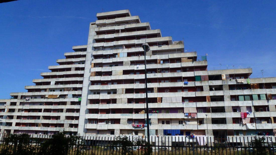 Nápolyban lebontották a camorra épületeit