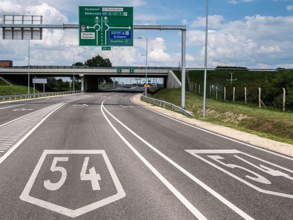 Kibővítették az 54-es főút kecskeméti szakaszát