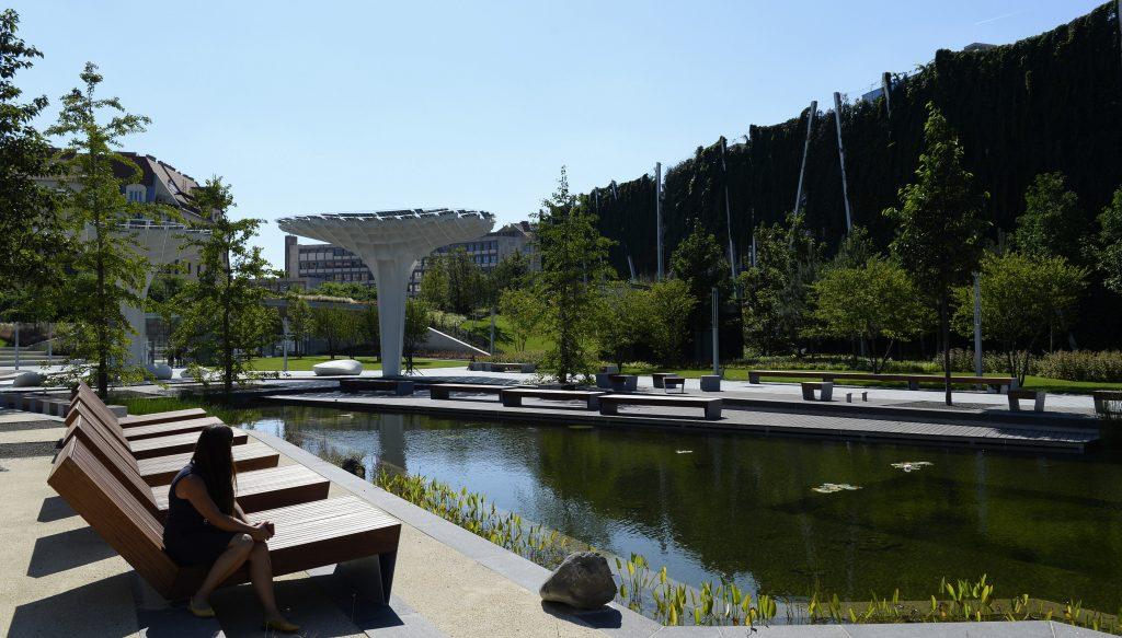 Panorámaliftekkel felszerelt függőkerttel nyílt meg a kibővült Millenáris park