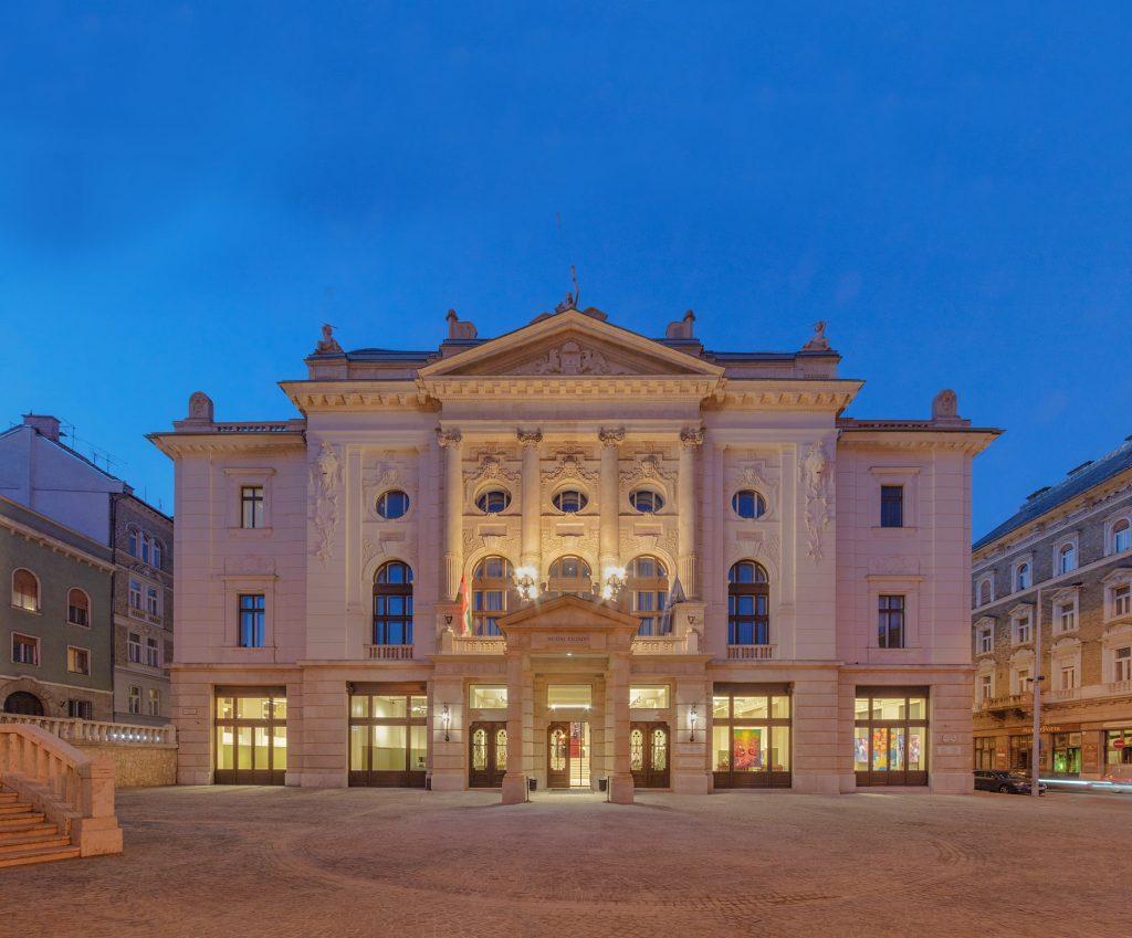 Középület kategóriában az idei legjobb a Budai Vigadó felújítási munkáinak tervezéséért az Archikon csapata lett