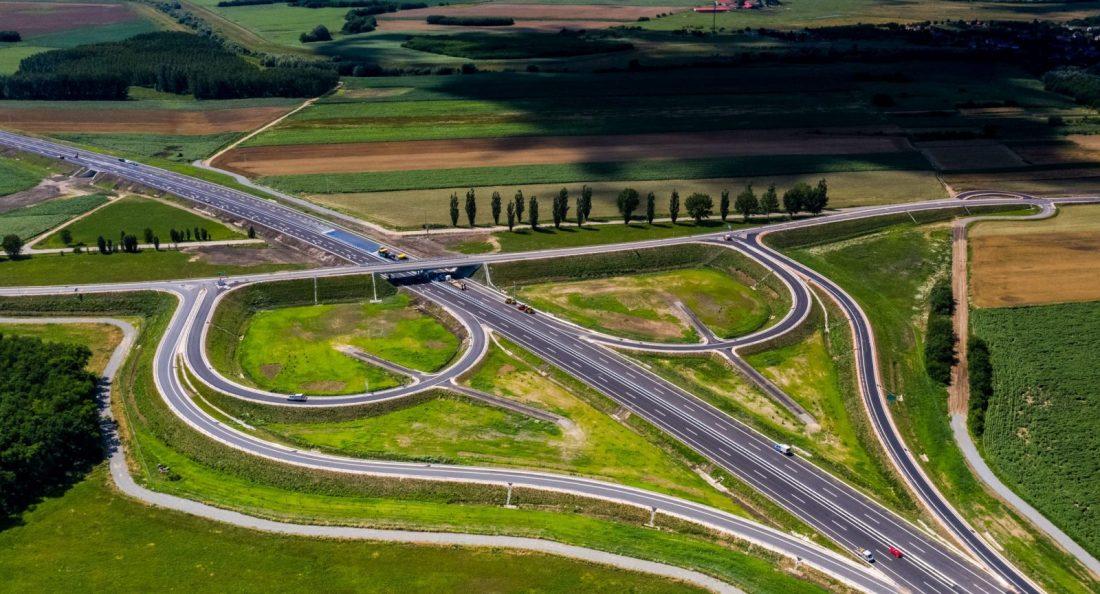Autópálya-határátkelőhelyet adtak át Magyarország és Románia között