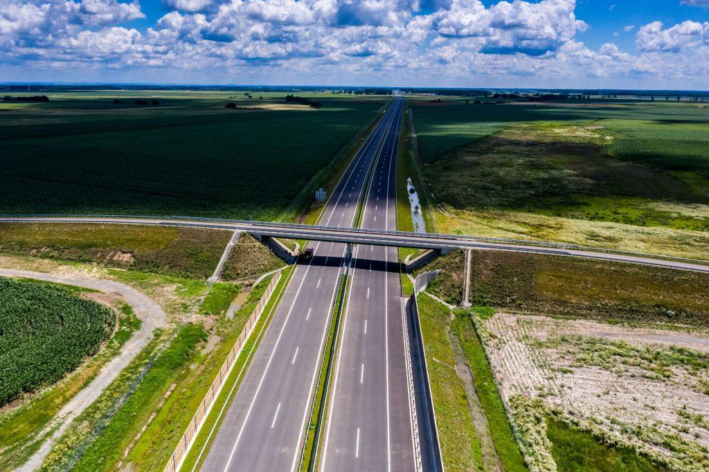 z M4-es autópálya országhatárig történő folytatásával létrejött a gyorsforgalmi útkapcsolat Felvidék és Észak-Erdély között