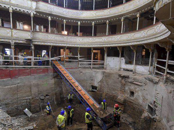 Jól haladnak a Csokonai Színház felújítási munkálatai