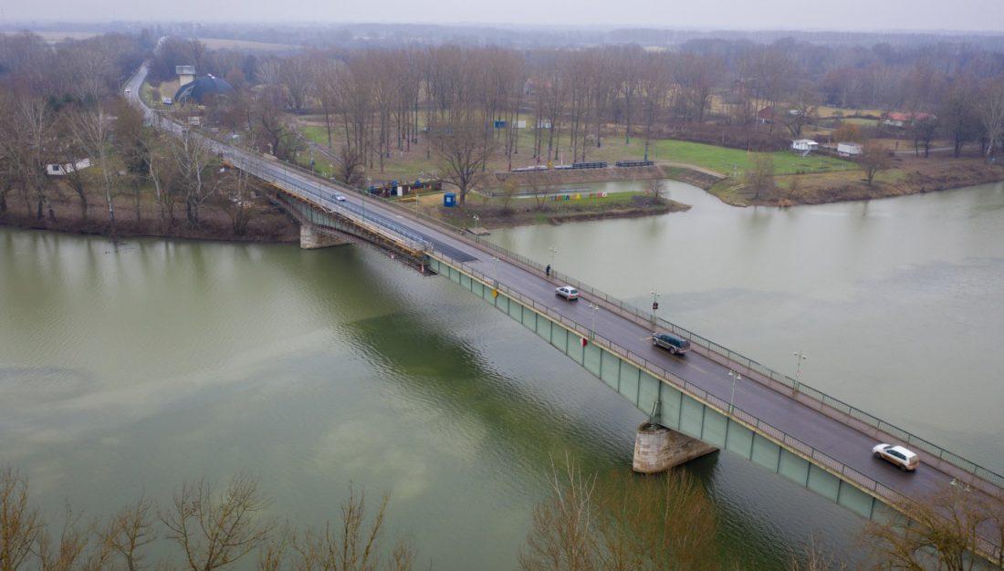 Halad az Erzsébet királyné Tisza-híd felújítása